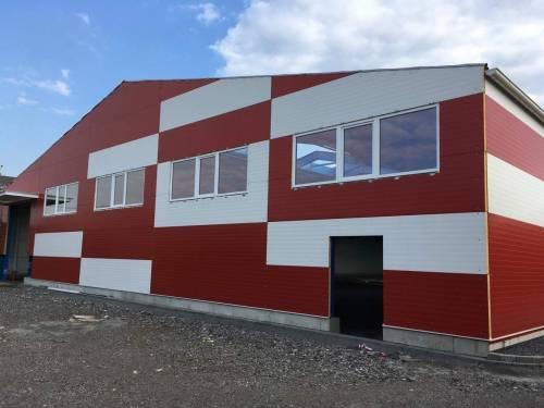 Sestavy plastových oken a hliníkových vchodových dveří - výrobní hala - Ostrava