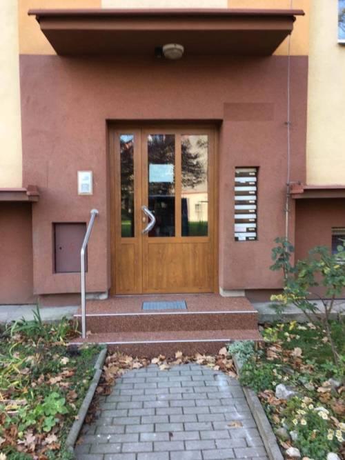 Hliníkové vchodové dveře - bytové domy - Frýdek - Místek