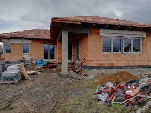 Novostavba Frýdek - Místek - plastová okna, HS portál, domovní dveře