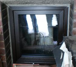 Vchodové dveře, plastové okno - Hukvaldy