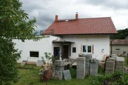 Plastová okna a vnitřní parapety - rodinný dům - Hukvaldy - Dolní Sklenov