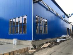 Provozní hala - plastová okna a hliníkové dveře - Dolní Benešov