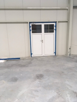 Plastová okna a hliníkové dveře - výrobní hala Opava