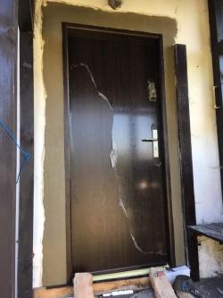 Plastová okna a 2 x domovní dveře - Čeladná