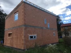Novostavba Kravaře - HS portál, plastová okna, vstupní dveře